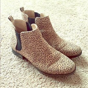 Old Navy size 7 Cheetah Print Chelsey Boots